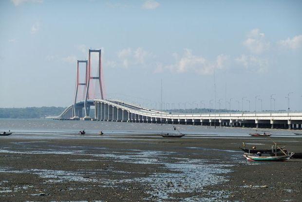 800px-suramadu_bridge_5